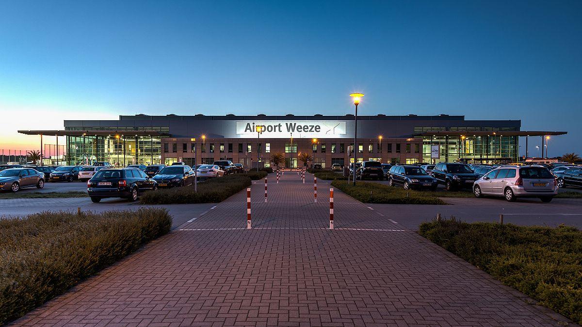 vliegveld weeze parkeren